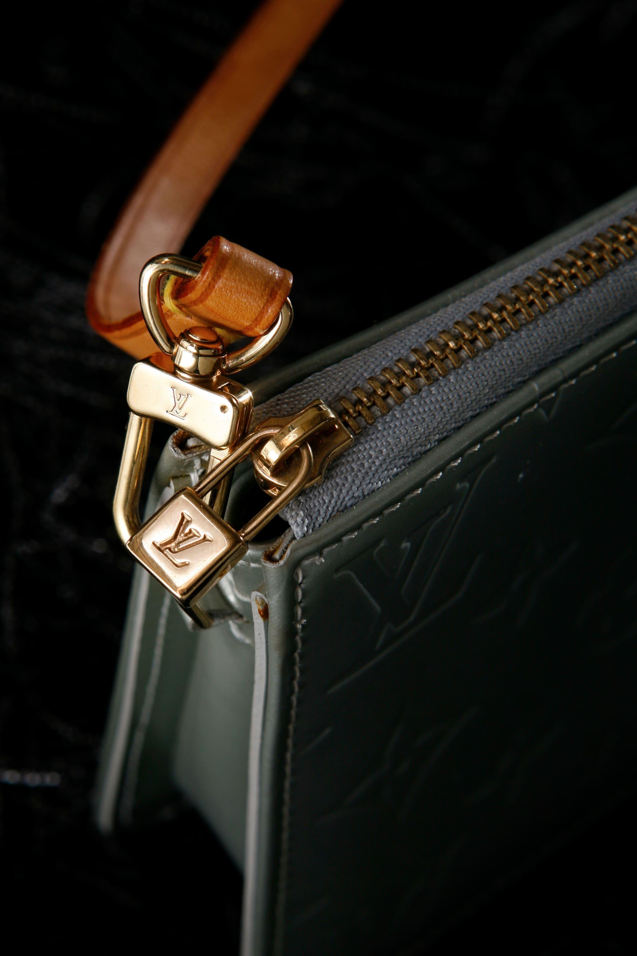 Publicité sac Louis Vuitton shooté en studio à Lille (59)